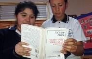 Homenaje a Parra: Todos los cursos de liceo leerán al mediodía uno de sus poemas