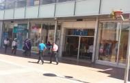 """""""Choro"""" de Temuco quiso salir de tienda con la gaveta del dinero de  caja registradora"""