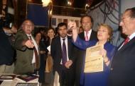 Presidenta Bachelet inaugura Feria del Libro en Santiago y visita stand  regional