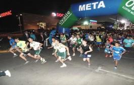 Cientos de ovallinos participan en Corrida Nocturna
