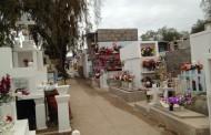 Deudos llegaron en gran número a visitar a sus familiares en cementerios de Combarbalá