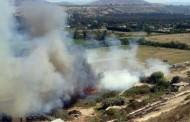 Bomberos concurren a incendio de pastizales: fuego amenazaba a viviendas