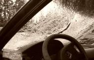 Padre e hijo apedrearon vivienda y destruyeron parabrisas y ventanilla de un camión