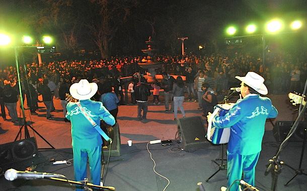 Más de dos mil personas cantaron y bailaron en la Cumbre Ranchera