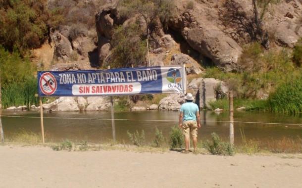 Panorama de Los Peñones: prácticamente desierto y clausurado a los bañistas