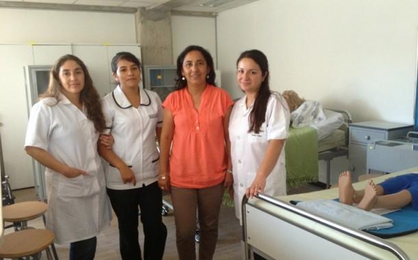 Estudiantes ovallinas realizan pasantía en salud familiar en Perú