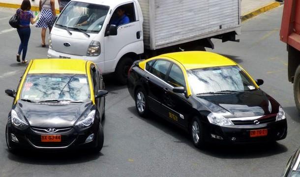 Aprueban proyecto de ley que congela inscripción de taxis por 5 años