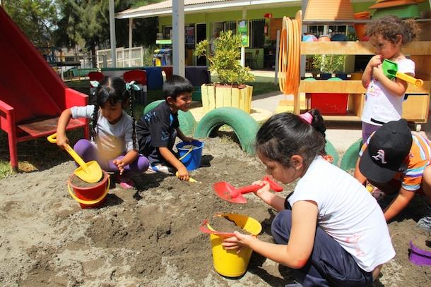 Experta entrega consejos para fortalecer la confianza y seguridad de los niños