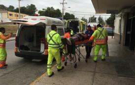 Conductor de camión es trasladado de urgencia al volcar en la ruta 5