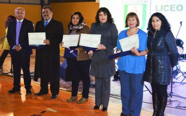 Con reconocimientos a docentes destacados Liceo Samuel Román Rojas  celebró 57 Aniversario