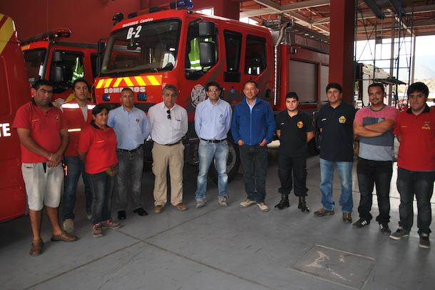 Los voluntarios del cuartel punitaquino junto a los representantes de la empresa (Foto: Cedida).