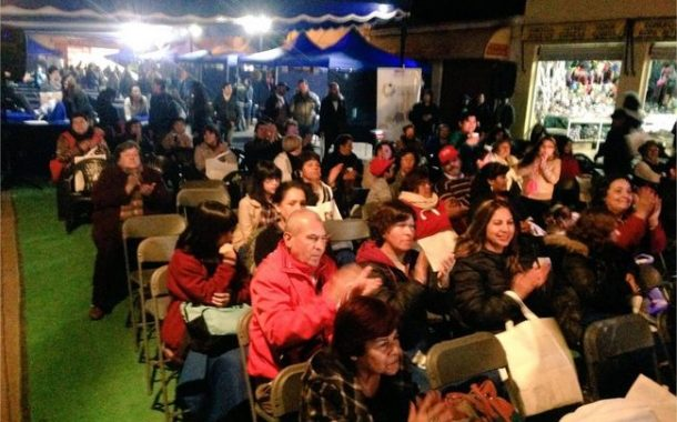 Más de 200 personas disfrutaron de la película Sin Filtro en el mercado municipal.