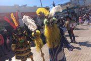 Colorido pasacalles llena de alegría paseo peatonal de Ovalle