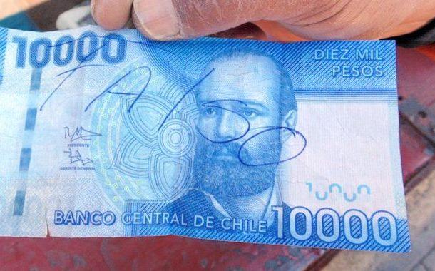 """Lo acusan de """"lavar"""" dinero falso depositándolo en una Caja Vecina rural"""