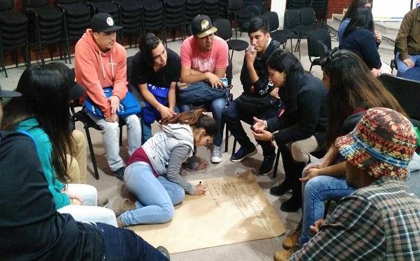 Llaman a jóvenes a denunciar violencia en el pololeo
