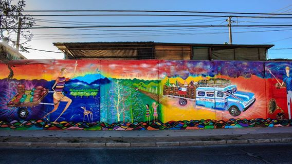 Feria celebra entrega de mural