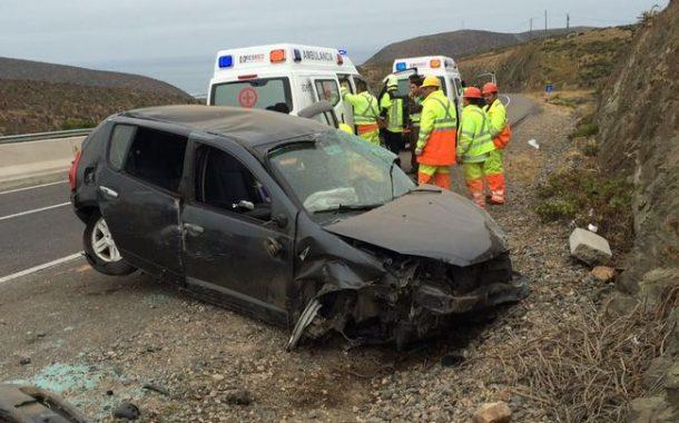 Cinco personas resultan lesionadas en volcamiento de automóvil