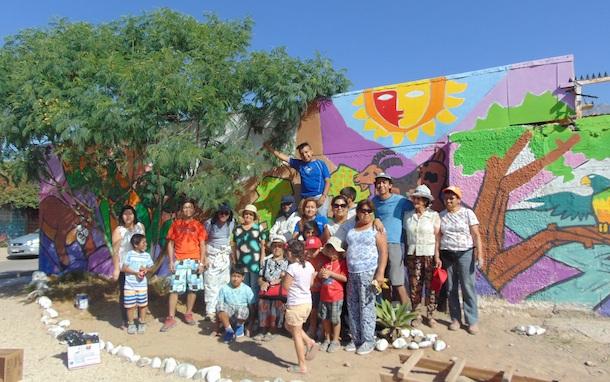 Comunidad de villa el palqui se une para pintar mural for Club joven mural