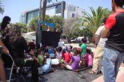Grandes disfrutaron como niños con exhibición de títeres en la Alameda