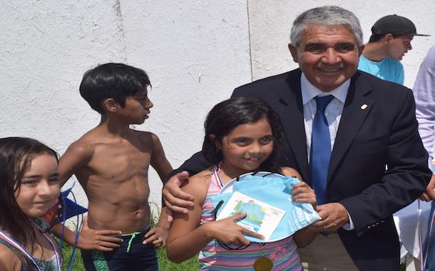 83 niños aprendieron a nadar en el primer curso de natación en Ovalle de esta temporada