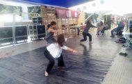 Performance en Feria del Libro crítica el difícil acceso a la cultura