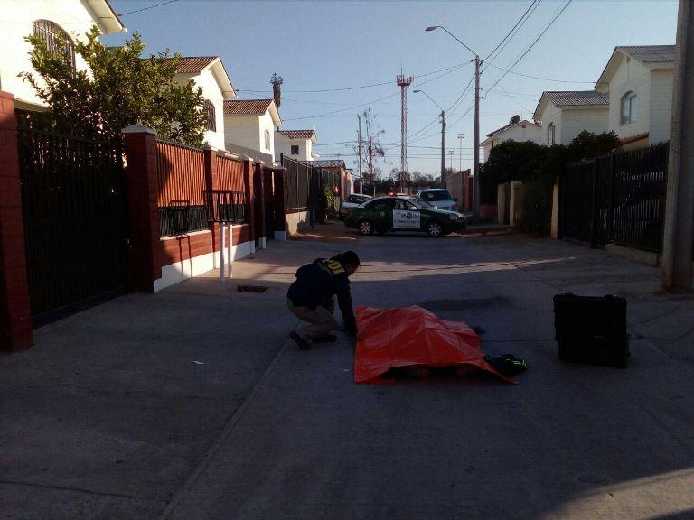 Hombre de 59 años de edad muere en plena vía pública
