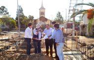 Supervisanavances en la nueva plaza de armas de Quilitapia