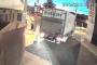 Video muestra como camiones arrancan nuevo basurero en céntrica esquina