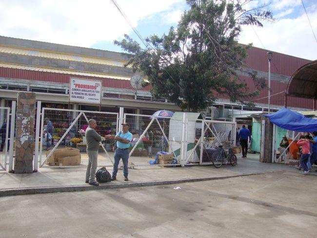 Buscan evitar que cinturón de ambulantes termine por asfixiar al Mercado y a la Feria