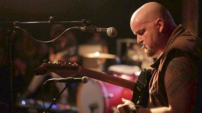 Estrenan en Ovalle documental sobre el músico chileno miembro de la primera línea del rock mundial