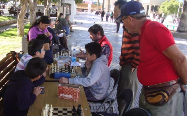 Niños ajedrecistas aprovechan las vacaciones para prepararse para torneo regional