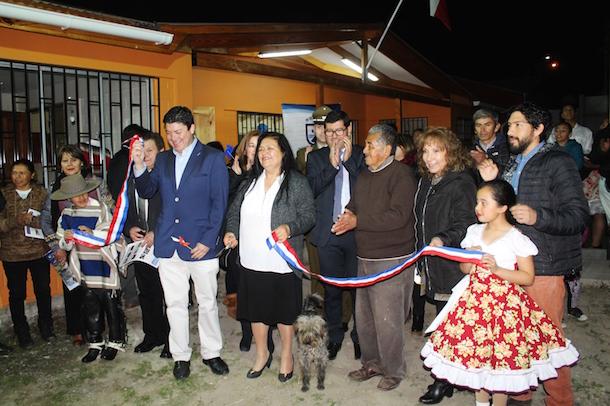 Vecinos de la comuna de Monte Patria cortan la cinta de sede social Villa Nueva Esperanza
