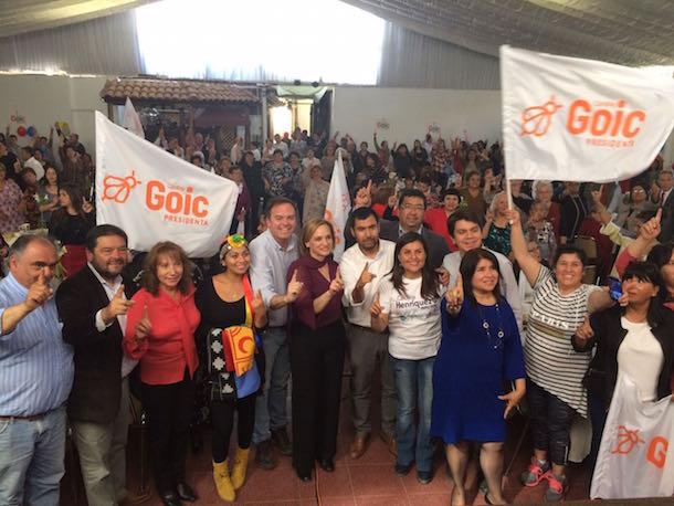 Carolina Goic se reúne con 300 personas en céntrico restaurante ovallino