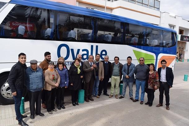 Adultos mayores ovallinos ahora cuentan con bus que los llevará a todos lados