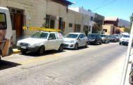 Avezados delincuentes roban en un automóvil en calle céntrica