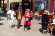 Adultos mayores dan conmovedor ejemplo de cultura cívica