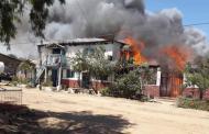 Incendio consume por completo vivienda en Recoleta