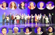 11 emocionadas ovallinas son homenajeadas en la celebración del Día de la Madre
