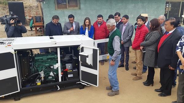 Entregan sistema eléctrico de emergencia para sectores rurales de Monte Patria